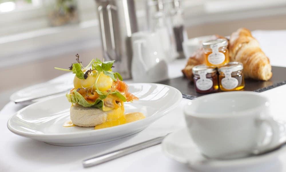 Two Bridges Hotel breakfast