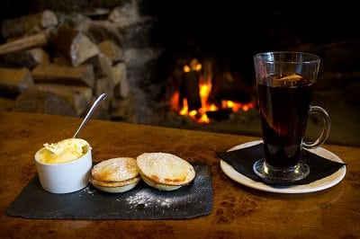 Mulled wine and mince pies at the Two Bridges Hotel