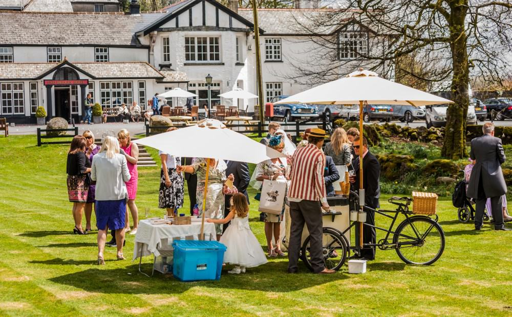 Summer wedding with ice cream at Two Bridges Hotel