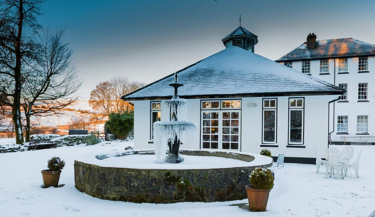 Snowy wedding day at Two Bridges Hotel